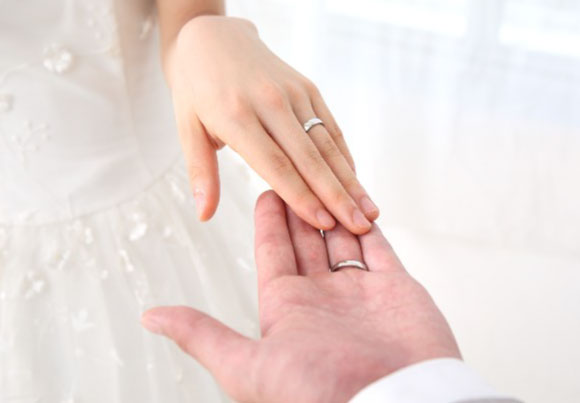 結婚記念日を表現するイメージ